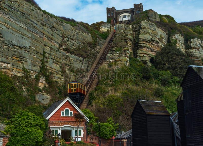 Chemin de fer de falaise, chemin de fer funiculaire d'ascenseur de câble, dans le vill de bord de la mer photos stock