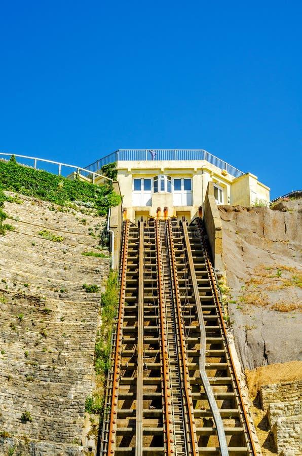 Chemin de fer de falaise, chemin de fer funiculaire d'ascenseur de câble, dans le vill de bord de la mer photographie stock libre de droits