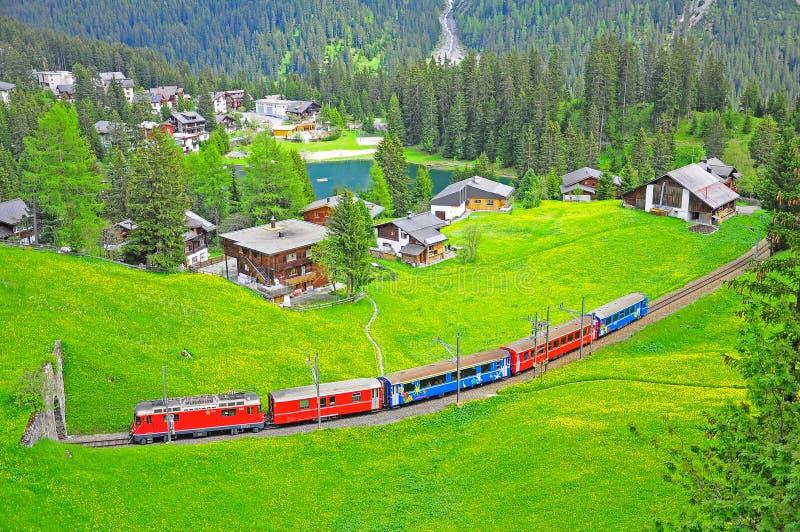 Chemin de fer de jauge étroite. La Suisse. photographie stock