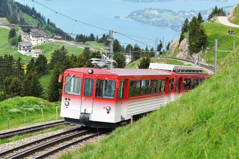 Chemin de fer de jauge étroite. La Suisse. photographie stock libre de droits