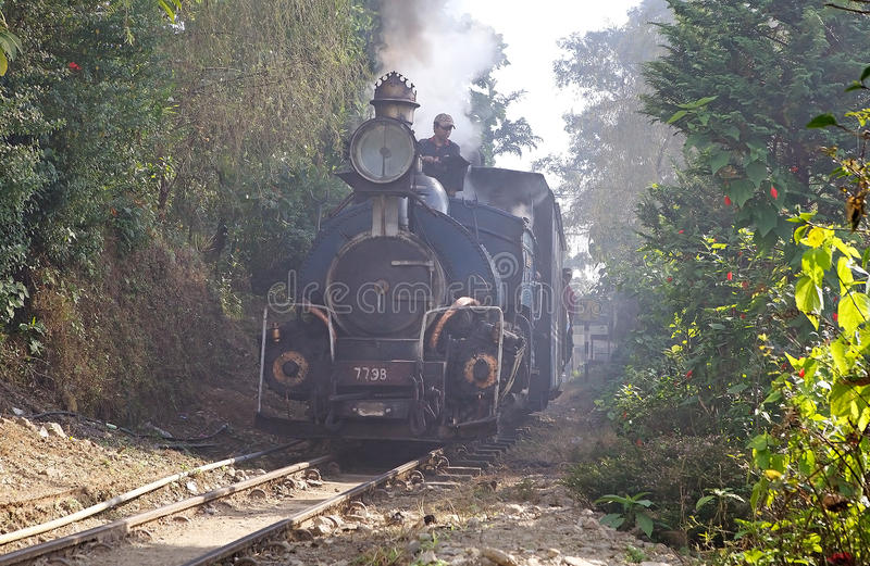 Chemin de fer de l'Himalaya de Darjeeling, Dajeerling, Inde images libres de droits