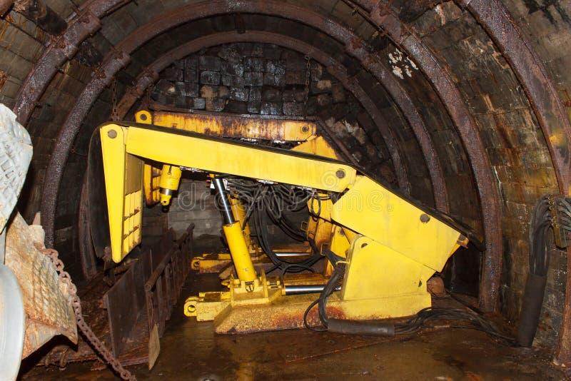 Download Chemin De Fer De Mine Dans L'undergroud Mine De Houille Moderne Vraie Tunnel Lumineux De Courrier Par Mine Souterraine Image stock - Image du fouille, charbon: 76075645