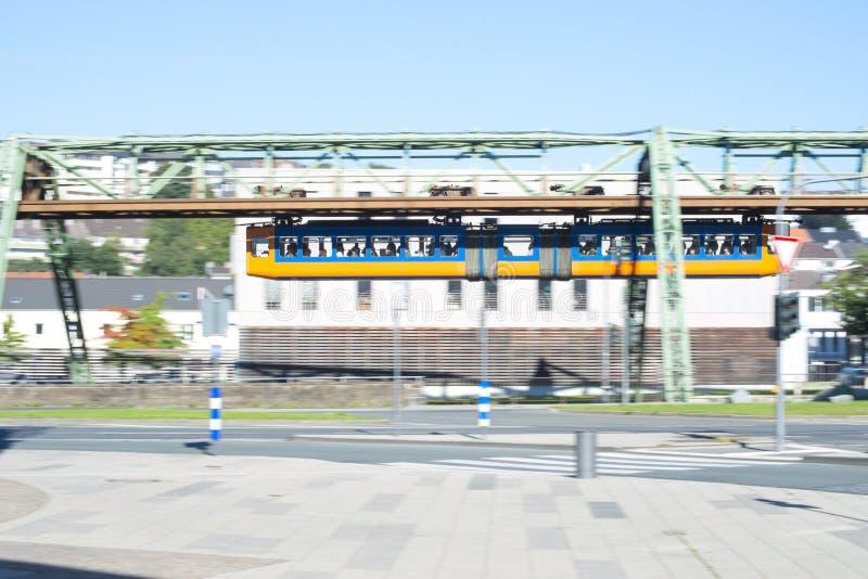 Chemin de fer de suspension, Schwebebahn Wuppertal, Allemagne image stock