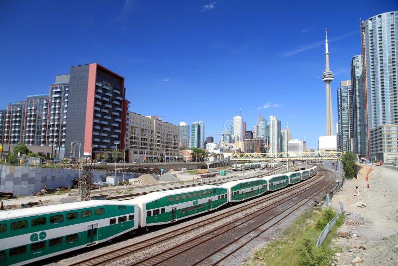 Chemin de fer et train du centre de Toronto images libres de droits