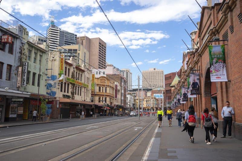 Chemin de fer léger aux marchés du ` s de paddy du ` s de Sydney Le rail de lumière de Sydney images stock