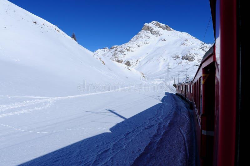 Chemin de fer de Rhaetian de St Moritz Switzerland à Tirano Italie images libres de droits