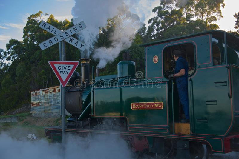 Chemin de fer Tasmanie de région sauvage de train de vapeur photo stock