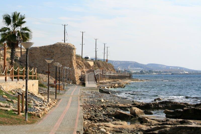 Chemin de marche de côté de mer d'Amathus à Limassol, Chypre photo stock