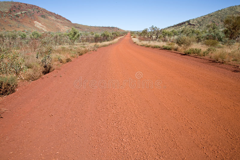 Chemin de terre australien images stock