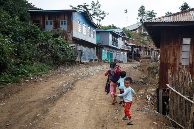 Download Chemin De Terre, Chin State, Myanmar Photo stock éditorial - Image du normal, petit: 56476243