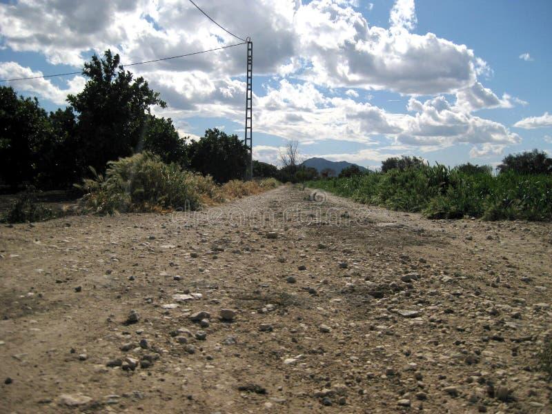 Chemin de terre pierreux photo libre de droits