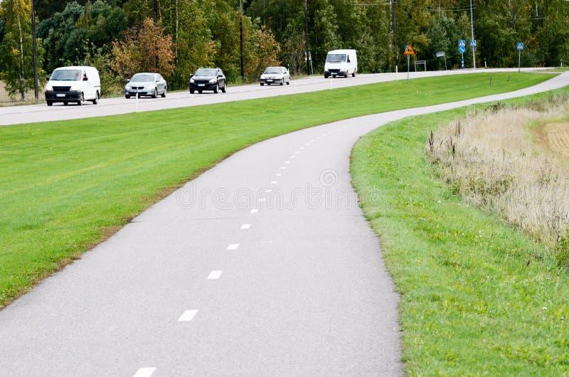 Chemin de vélo d'asphalte et route vides de moteur image libre de droits