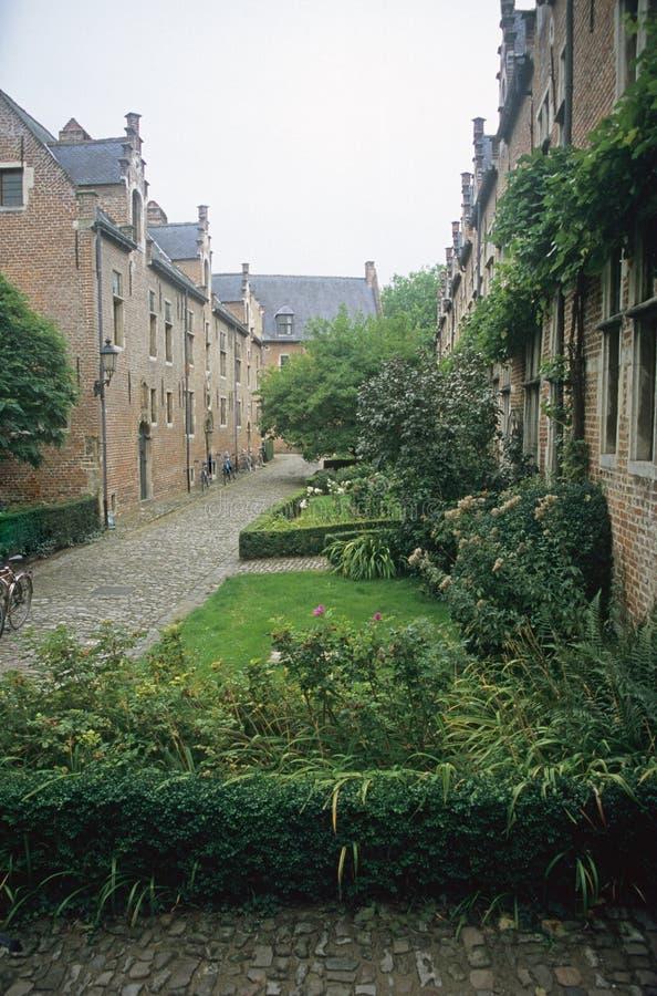 Chemin paisible d'abbaye image libre de droits