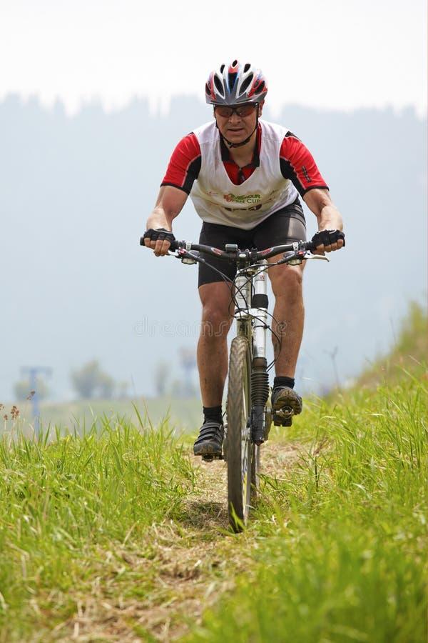 Chemin transnational de vélo de montagne image stock