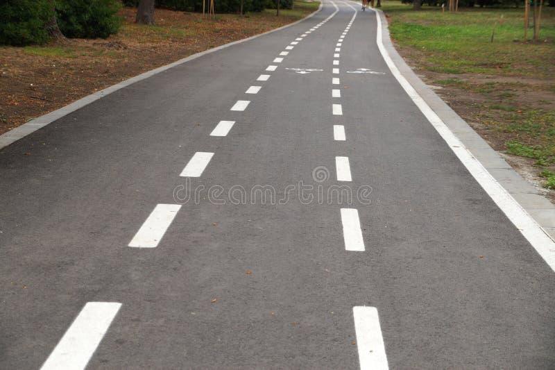 Chemin vide de v?lo d'asphalte images stock
