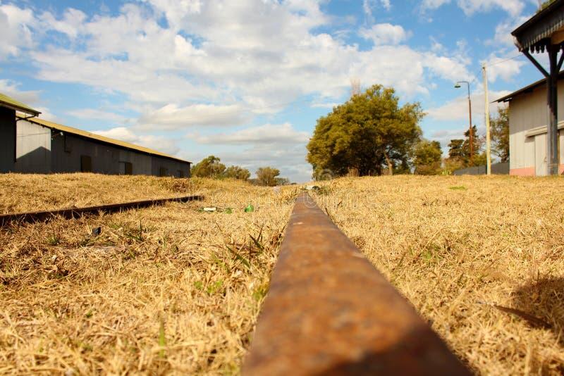 Chemins de fer abandonnés de trains photos stock
