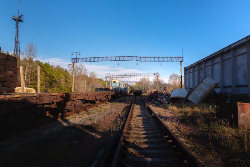 Chemins de fer abandonnés menant à nulle part photos libres de droits