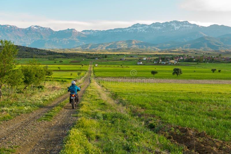 Chemins de tour et d'aventure de moto image libre de droits