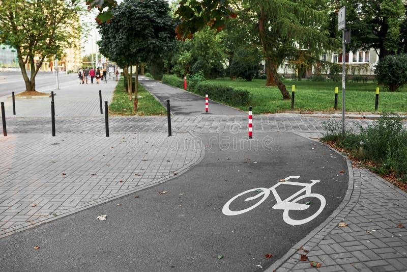 Chemins de vélo à l'air frais photos libres de droits