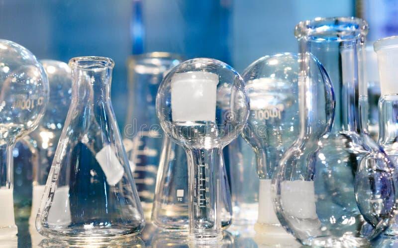 Chemisch laboratoriumglaswerk abstracte achtergrond stock afbeelding