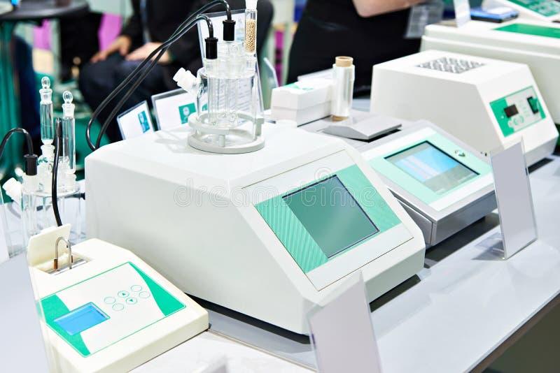 Chemische Geräte für das Labor stockbilder