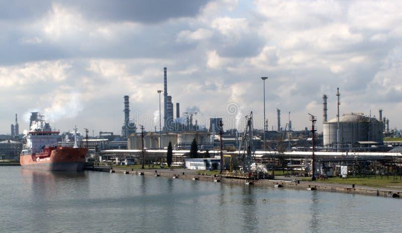 Chemische Lieferung in einer Chemiefabrik lizenzfreie stockbilder