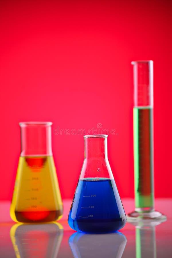 Chemische producten in een laboratorium royalty-vrije stock foto