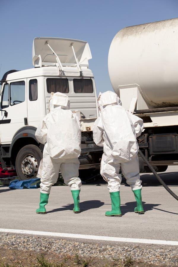 Chemische Streuung nach Verkehrsunfall lizenzfreies stockbild