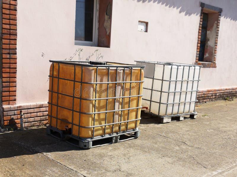 Chemischer Plastikbehälter stockfoto