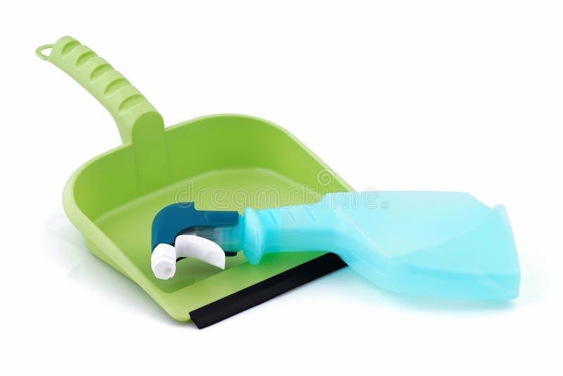 Chemischer Reiniger, der auf der Müllschippe liegt lizenzfreies stockbild