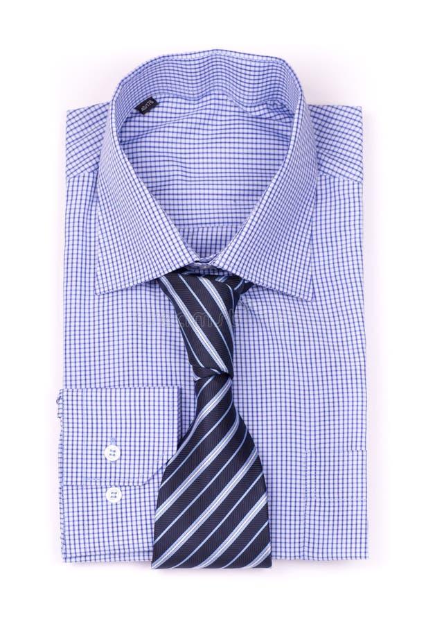 Chemise bleue avec une relation étroite images stock