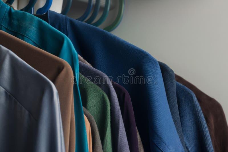Chemise dans le cabinet images stock
