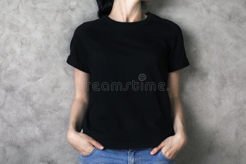 chemise noire de fille photos libres de droits