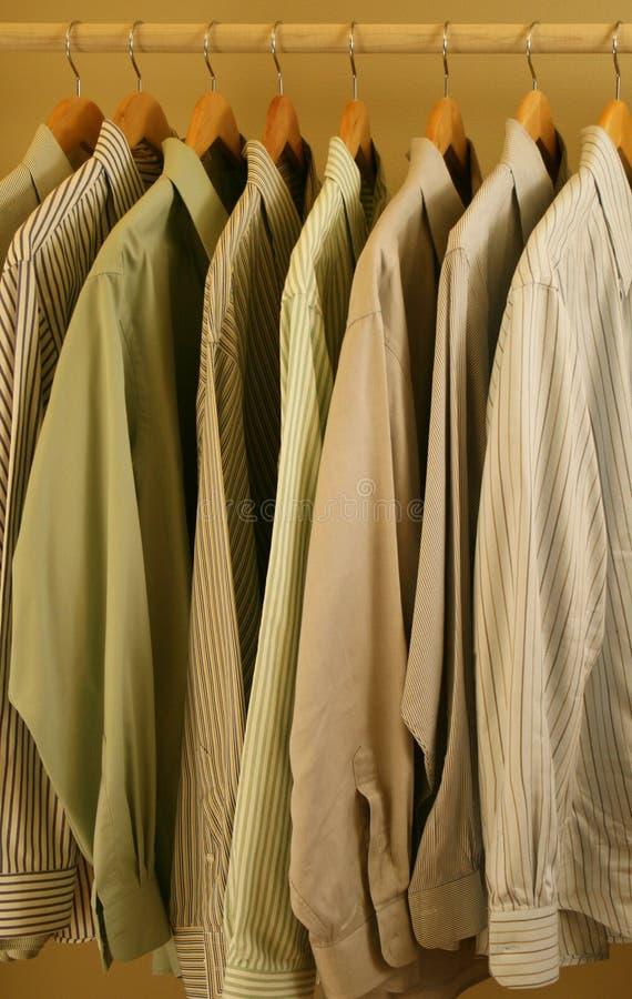 Chemises de robe de couleur claire de Mens image libre de droits