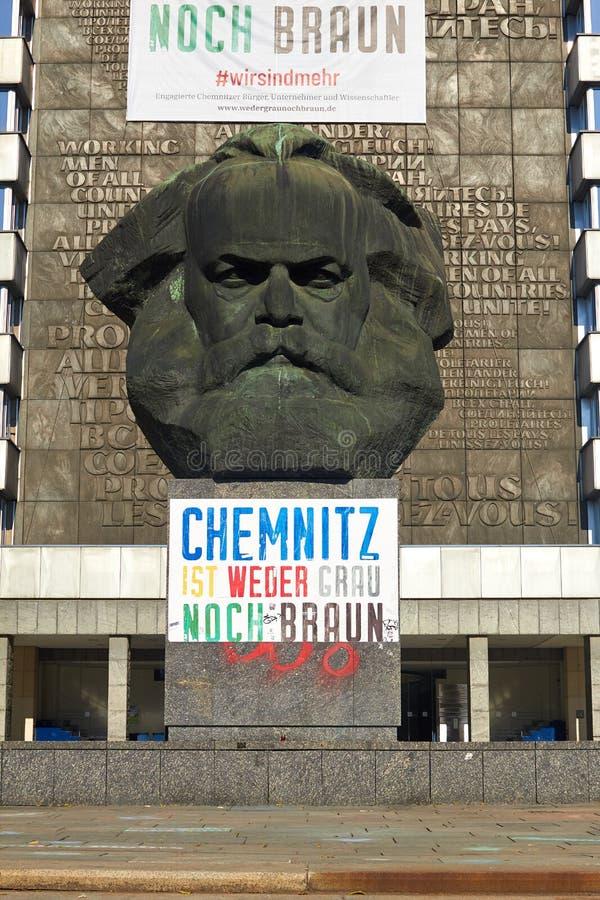 Chemnit Tyskland - oktober 11, 2018: sighter av Tyskland Historiska byggnader och gator av Chemnitz Karl Marx Monument in royaltyfria bilder