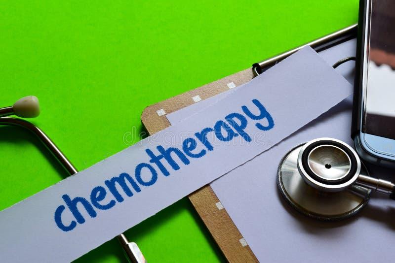 Chemotherapie op Gezondheidszorgconcept met groene achtergrond royalty-vrije stock fotografie