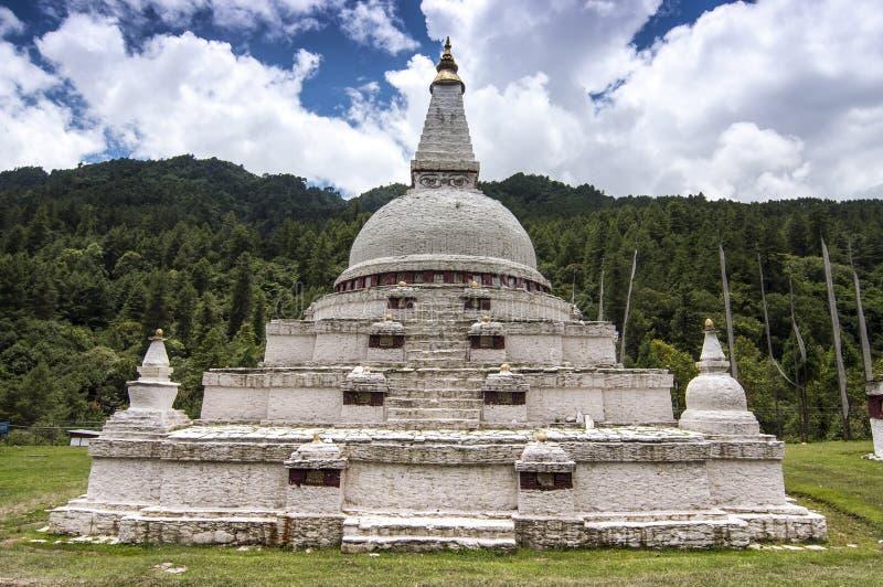 Chendebji chorten av trongsadzong, Bhutan arkivfoto