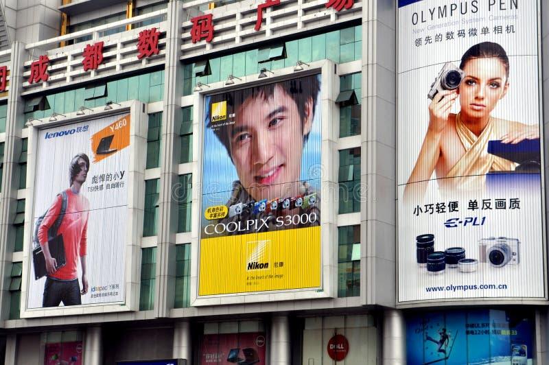 Chengdu, China: Anunciando quadros de avisos fotos de stock