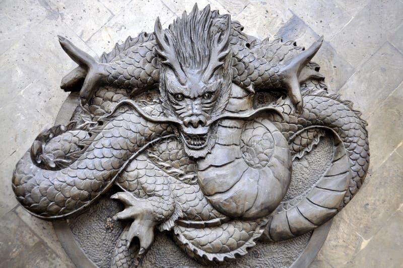 Chengdu, China: Dragão do relevo de Bas fotografia de stock