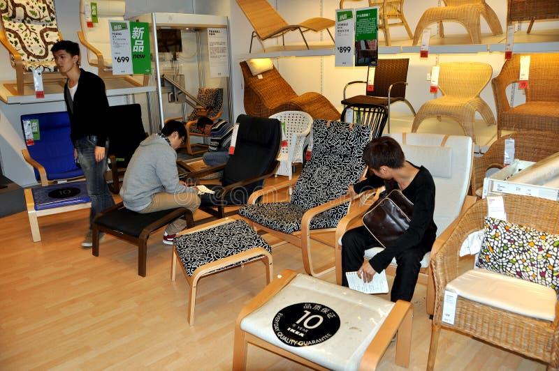 Chengdu, China: Het winkelen in IKEA stock fotografie