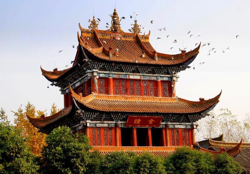 Chengdu, China: Klokketoren bij de Tempel van Zhao Jue royalty-vrije stock foto's