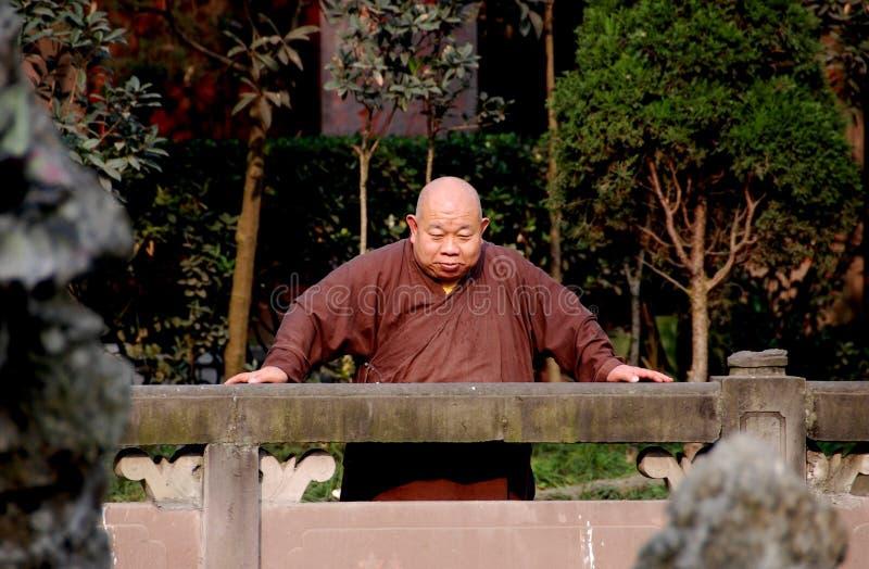 Chengdu, China: Monje en el monasterio fotografía de archivo libre de regalías