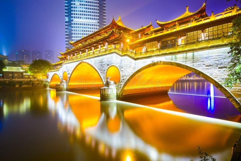Chengdu, China na ponte de Anshun foto de stock