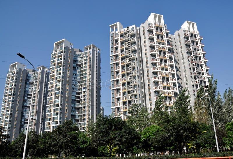Chengdu, China: Olá!-Levantam-se os apartamentos modernos do luxo. foto de stock