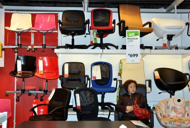 Chengdu, China: Sillas de la oficina en el Superstore de IKEA imágenes de archivo libres de regalías