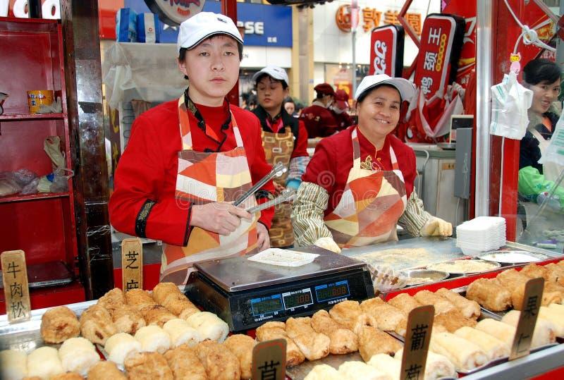 Chengdu, China: Vendedores de alimento da rua de Chun Xi foto de stock royalty free