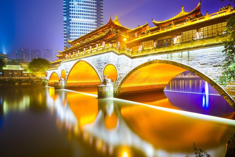 Chengdu, Chine au pont d'Anshun photo stock