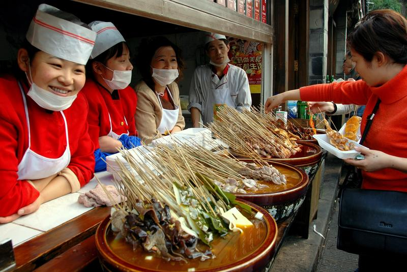 Chengdu, Chine : Constructeurs de nourriture sur la rue de Jin Li photo stock