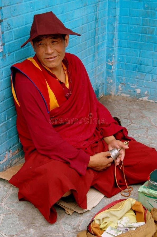 Chengdu, Chine : Moine tibétain enfoncé images stock