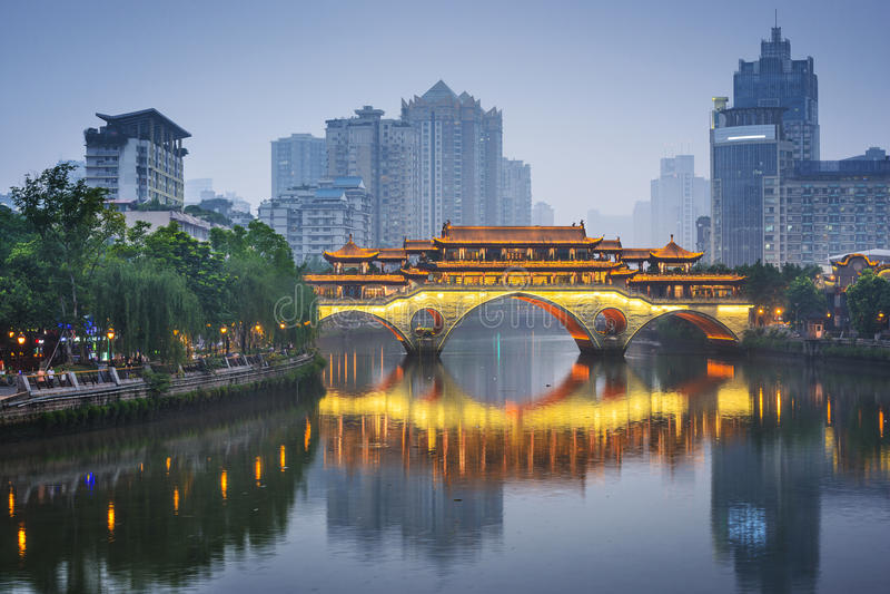 Chengdu, Chine sur Jin River image stock